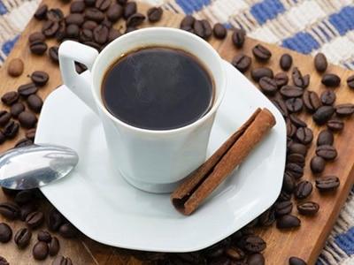 Cafezinho sem açúcar: 5 trocas que deixam bebida mais saborosa e saudável